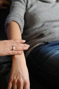 Test musculaire Gokinésio - définition Kinésiologie - bien-être, acupuncture, EMDR, EFT, sophrologie, hypnose